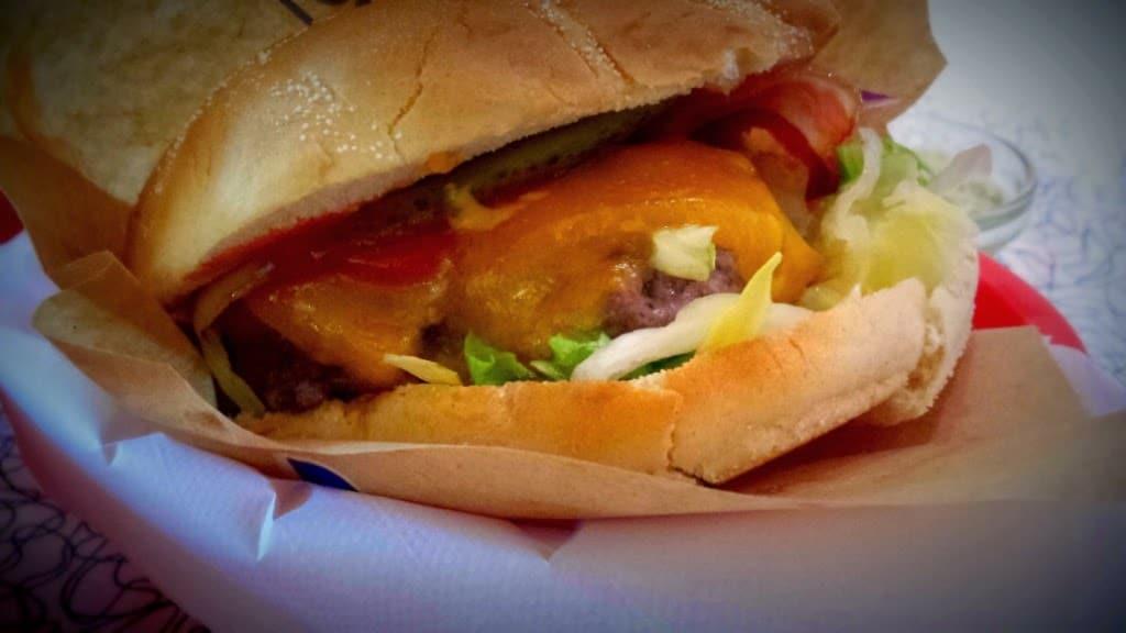 Velkommen til: The Diner. Stedet hvor burgere mødes for at spise – og blive spist.