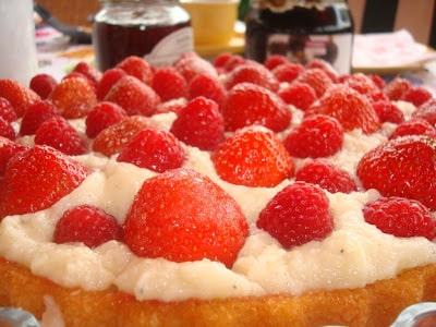 Sommertærte med friske bær og mælkefri kagecreme