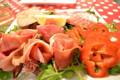 Tapas skinke og salat