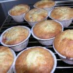 muffins med rabarber og lakrids