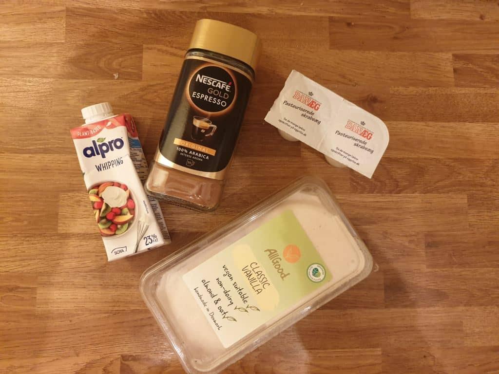 nescafe vegansk flødeskum, æggehvider og vegansk vaniljeis
