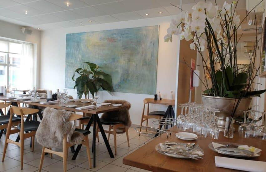 Indenfor i Restaurant Seafood i Marselisborg Havn